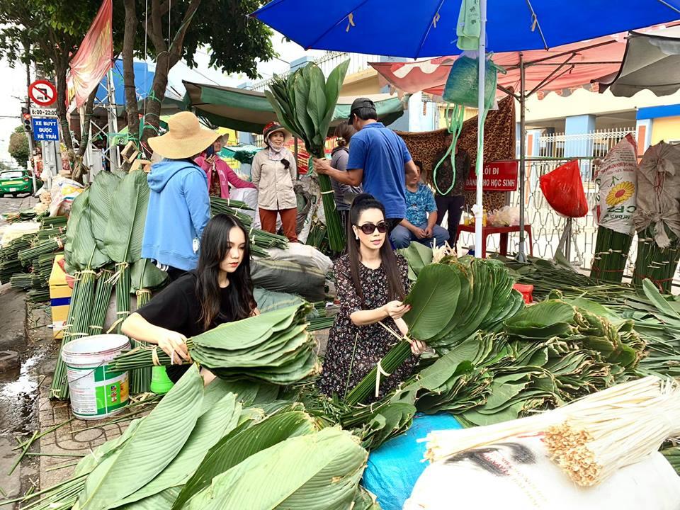 Ngẩn ngơ với loạt ảnh tuyệt đẹp của mẹ con Á hậu Trịnh Kim Chi giữa chợ lá dong - Ảnh 9