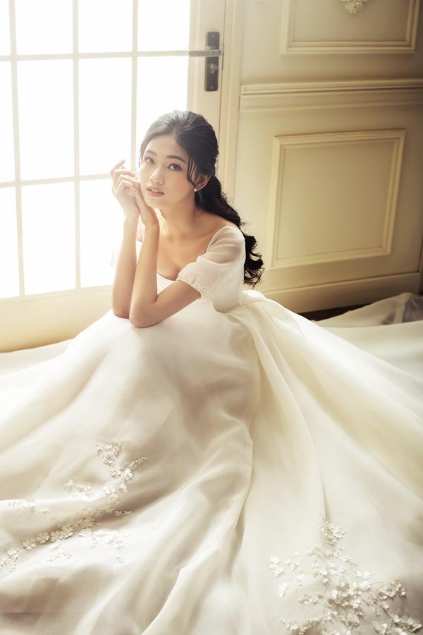 Mặc tin đồn cưới chạy bầu, Á hậu Thanh Tú khoe nhan sắc lộng lẫy sau một tháng kết hôn - Ảnh 2