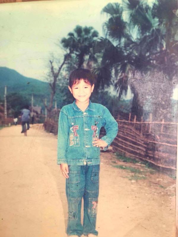 Hà Đức Chinh ngày nhỏ cũng trắng trẻo chứ không đen nhẻm như bây giờ