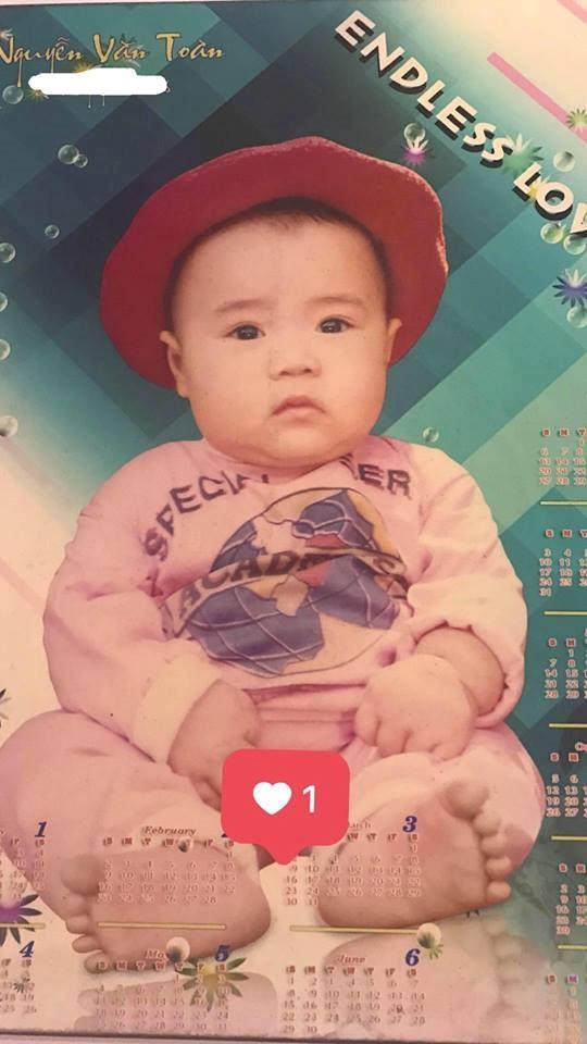 Còn đây là Văn Toàn, có vẻ như ngày nhỏ Văn Toàn khá giống một cô bé