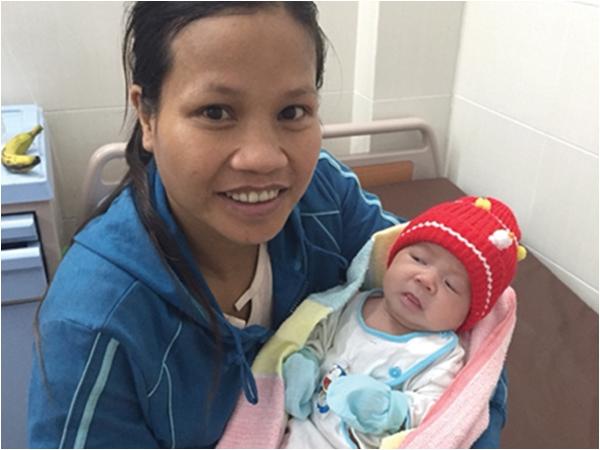 Bé sơ sinh bị nhiễm trùng uốn ván vì mẹ dùng dao lam cắt rốn tại nhà - Ảnh 1