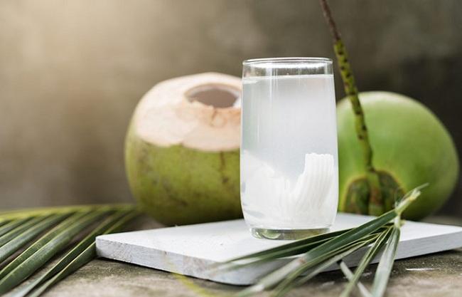 Uống nước dừa vào mỗi buổi sáng, bạn sẽ không bao giờ biết đến lão hóa da, mụn nhọt hay thâm nám - Ảnh 1