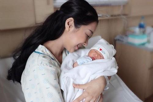 Em gái Nhã Phương khoe nhan sắc xinh đẹp khó tin sau sinh con - Ảnh 5