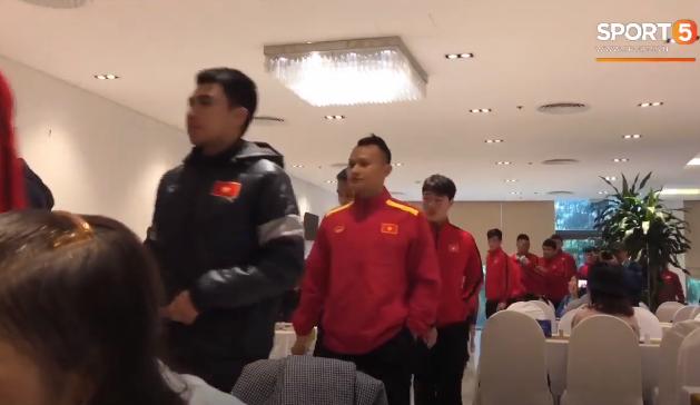 Bữa sáng thanh đạm với rau luộc của đội tuyển Việt Nam trước thềm trận chung kết tối nay - Ảnh 1