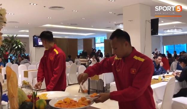 Bữa sáng thanh đạm với rau luộc của đội tuyển Việt Nam trước thềm trận chung kết tối nay - Ảnh 3
