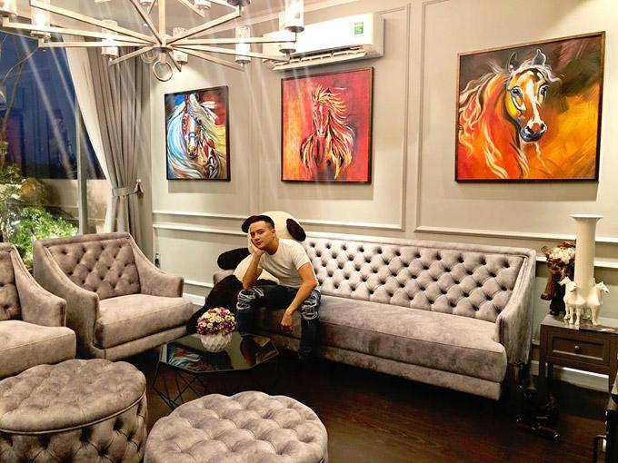 Choáng ngợp với cuộc sống sang chảnh của Cao Thái Sơn trong căn villa đẹp như hoàng cung - Ảnh 2