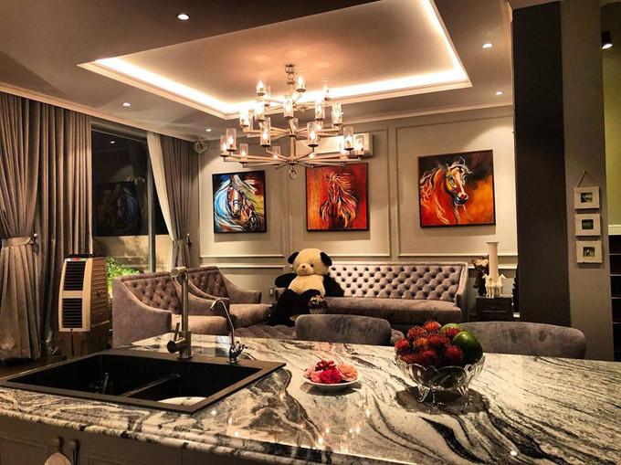 Choáng ngợp với cuộc sống sang chảnh của Cao Thái Sơn trong căn villa đẹp như hoàng cung - Ảnh 3