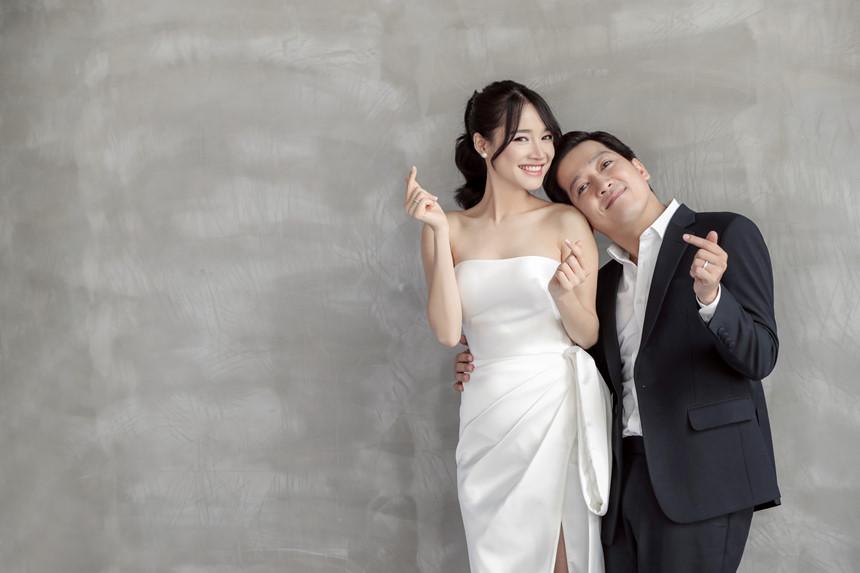 Nhã Phương khoác hờ áo chồng sắp cưới để che đi bờ vai mỏng manh, gầy gò  - Ảnh 5