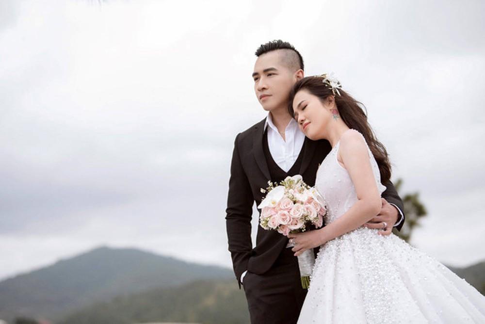 Nhìn lại hành trình yêu 'nóng bỏng mắt' của chị gái Ngọc Trinh và chồng trẻ mới kết hôn - Ảnh 14