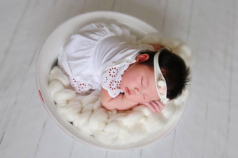 Hà Anh ngỡ ngàng vì ông xã phát hiện ra 'bí mật' của con gái mới sinh - Ảnh 4