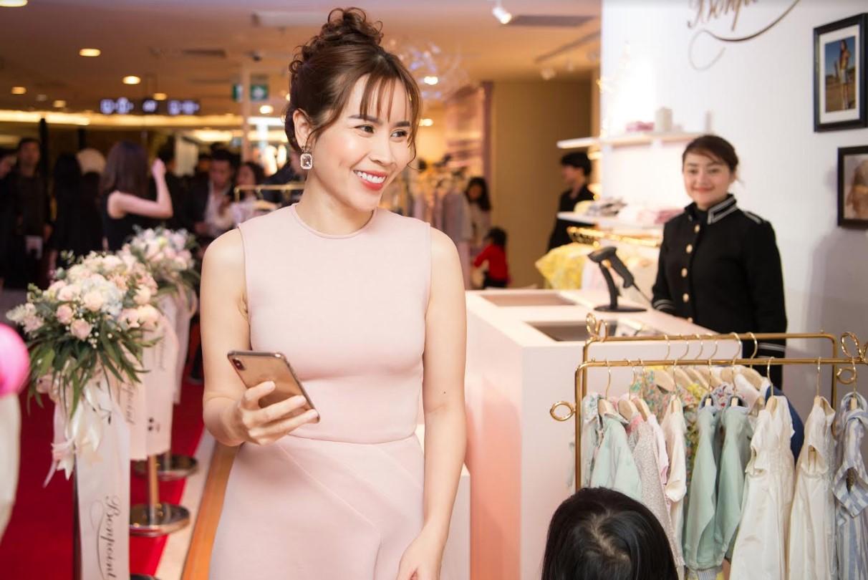 Con gái út Lưu Hương Giang bất ngờ xuất hiện trước truyền thông, mặt giống ba như đúc - Ảnh 2