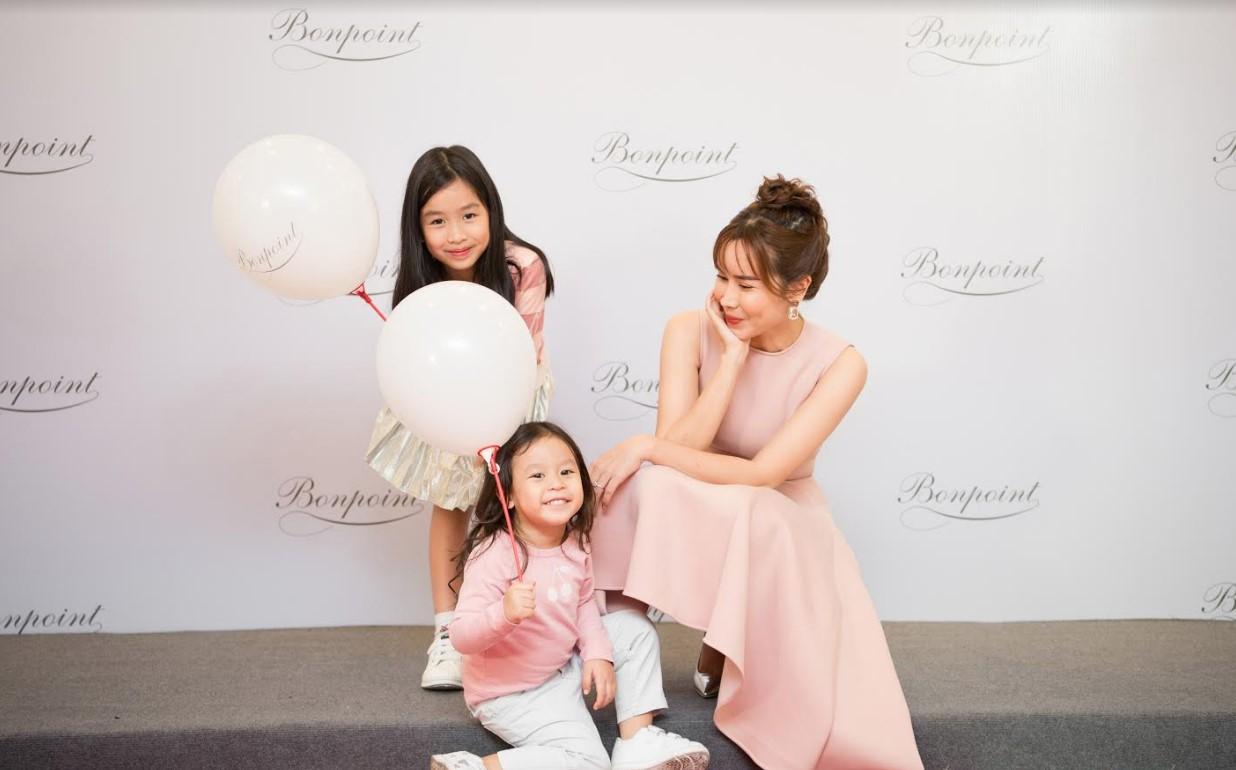 Con gái út Lưu Hương Giang bất ngờ xuất hiện trước truyền thông, mặt giống ba như đúc - Ảnh 3
