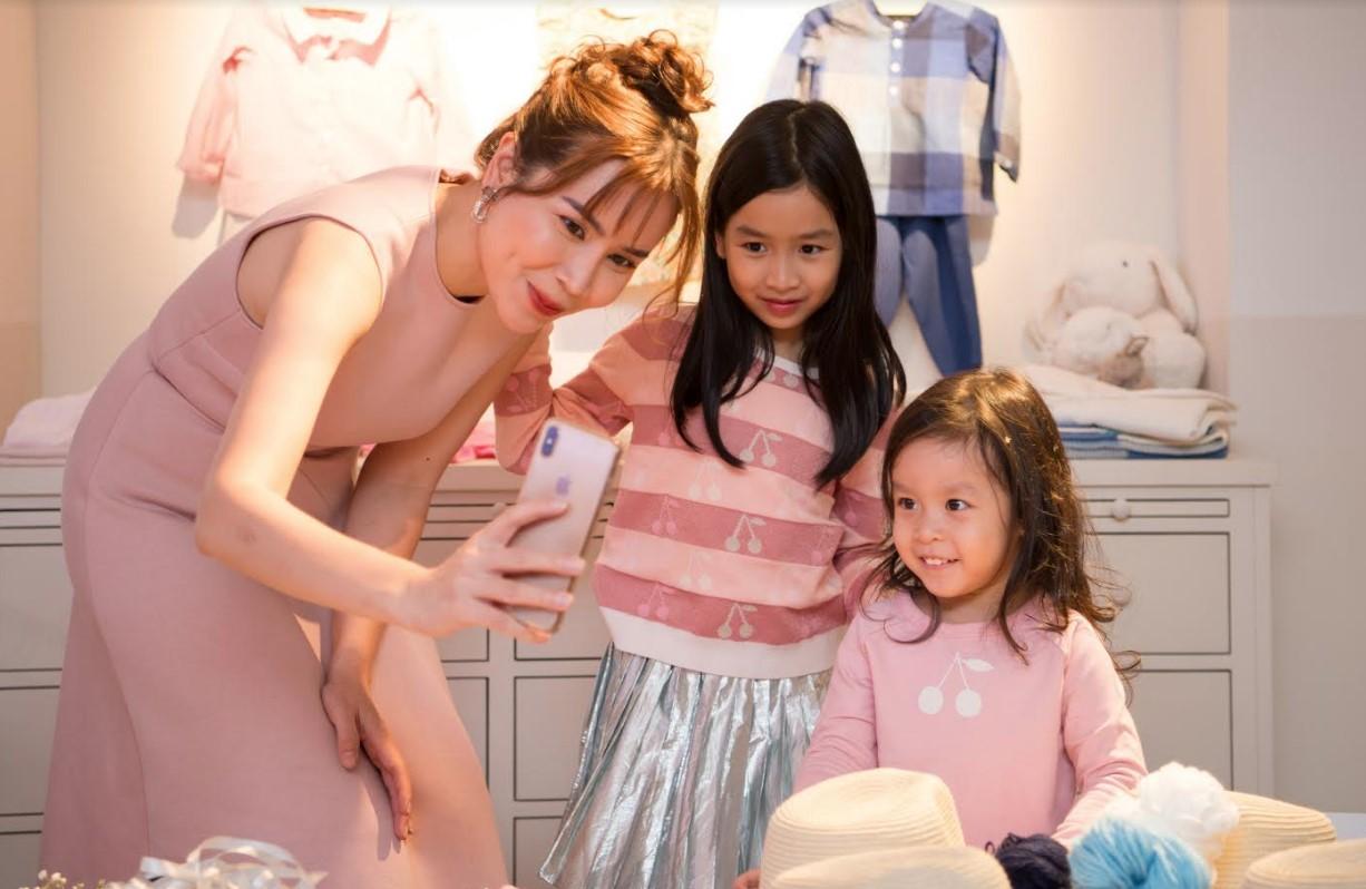 Con gái út Lưu Hương Giang bất ngờ xuất hiện trước truyền thông, mặt giống ba như đúc - Ảnh 7