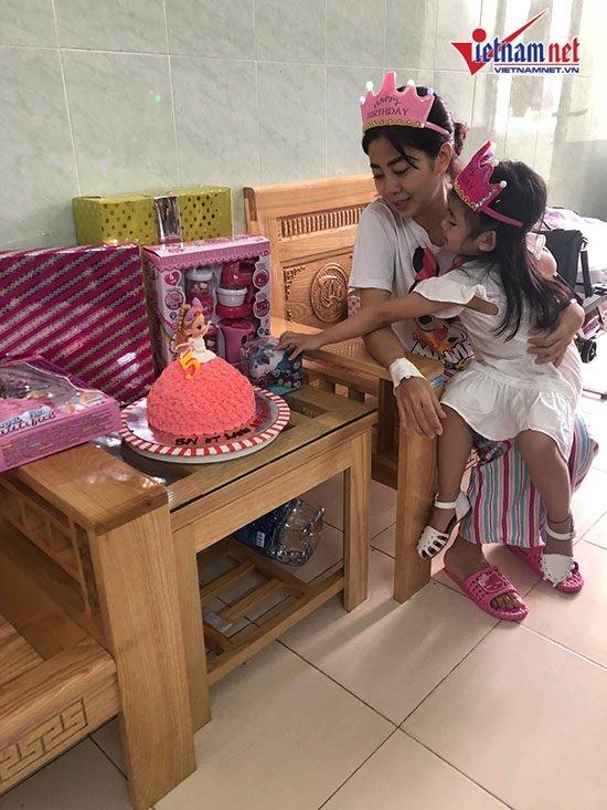 Mai Phương gượng dậy tổ chức sinh nhật cho con gái trong bệnh viện - Ảnh 2