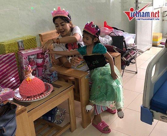 Mai Phương gượng dậy tổ chức sinh nhật cho con gái trong bệnh viện - Ảnh 3