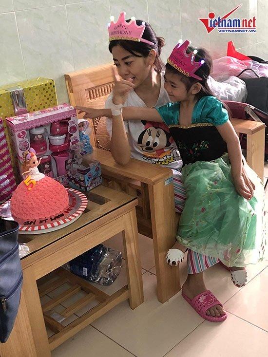 Mai Phương gượng dậy tổ chức sinh nhật cho con gái trong bệnh viện - Ảnh 7