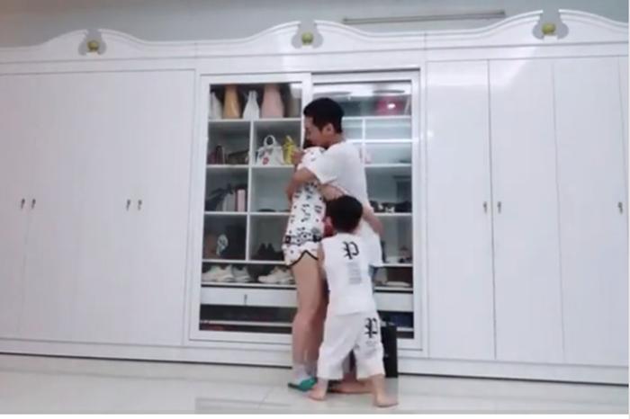 Thấy bố giành mất mẹ, con trai ba tuổi của Khánh Thi bất ngờ 'ghen lồng lộn' - Ảnh 2