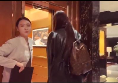 Cuộc sống xa hoa của Mai Phương Thúy trong chuyến du lịch Hong Kong - Ảnh 1