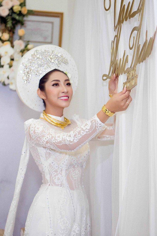 Đặng Thu Thảo đeo kiềng vàng to vật vã trong lễ rước dâu về nhà đại gia miền Tây - Ảnh 6