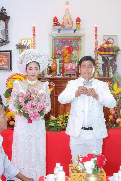Đặng Thu Thảo đeo kiềng vàng to vật vã trong lễ rước dâu về nhà đại gia miền Tây - Ảnh 8