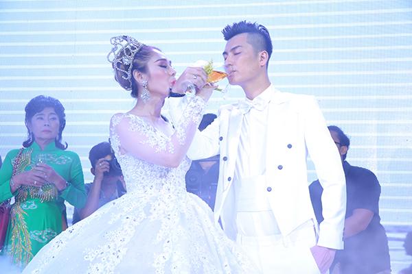 Nhìn lại những khoảnh khắc vui tươi nhưng đầy xúc động trong đám cưới Lâm Khánh Chi: Ai cũng xứng đáng có được hạnh phúc! - Ảnh 3