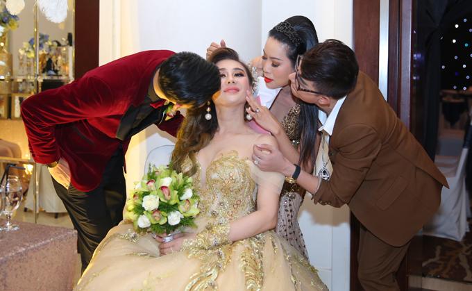 Nhìn lại những khoảnh khắc vui tươi nhưng đầy xúc động trong đám cưới Lâm Khánh Chi: Ai cũng xứng đáng có được hạnh phúc! - Ảnh 5