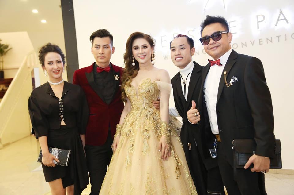 Nhìn lại những khoảnh khắc vui tươi nhưng đầy xúc động trong đám cưới Lâm Khánh Chi: Ai cũng xứng đáng có được hạnh phúc! - Ảnh 7