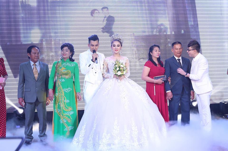 Nhìn lại những khoảnh khắc vui tươi nhưng đầy xúc động trong đám cưới Lâm Khánh Chi: Ai cũng xứng đáng có được hạnh phúc! - Ảnh 8