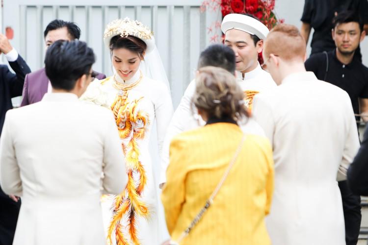 Lan Khuê đeo vàng và kim cương nặng muốn gãy cổ trong đám hỏi với cháu nội bà Tư Hường - Ảnh 7