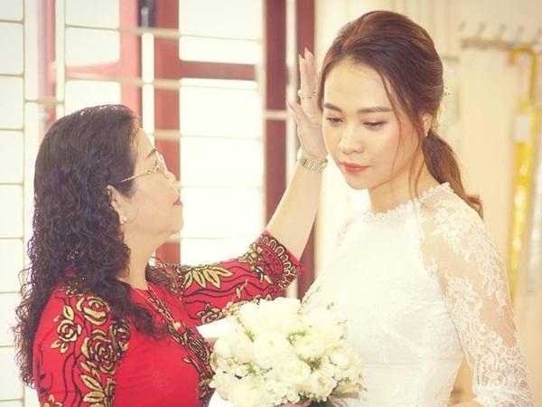Đàm Thu Trang lần đầu đăng ảnh cô dâu và lời tâm sự xúc động dành cho mẹ