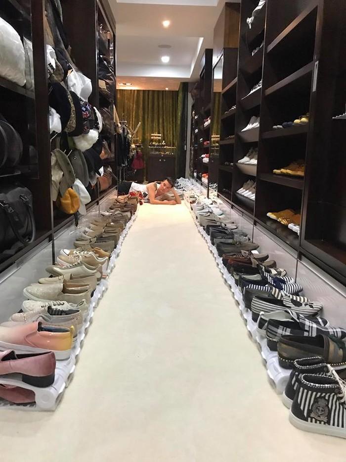 Hàng triệu chị em phát hờn khi ngắm những tủ đồ hàng hiệu dọn cả tháng không xong của sao Việt - Ảnh 1