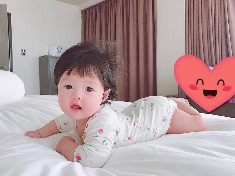 Chỉ vài biểu cảm, con gái Hoa hậu Đặng Thu Thảo hớp hồn cư dân mạng vì giống hệt búp bê - Ảnh 5
