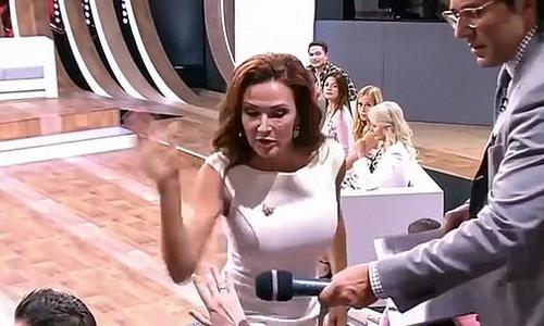 Nữ diễn viên tát khán giả sấp mặt ngay trên sóng vì chỉ trích con mình bị Down - Ảnh 2