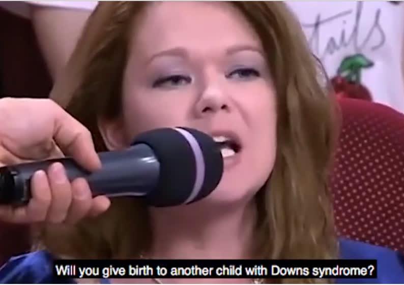 Nữ diễn viên tát khán giả sấp mặt ngay trên sóng vì chỉ trích con mình bị Down - Ảnh 3