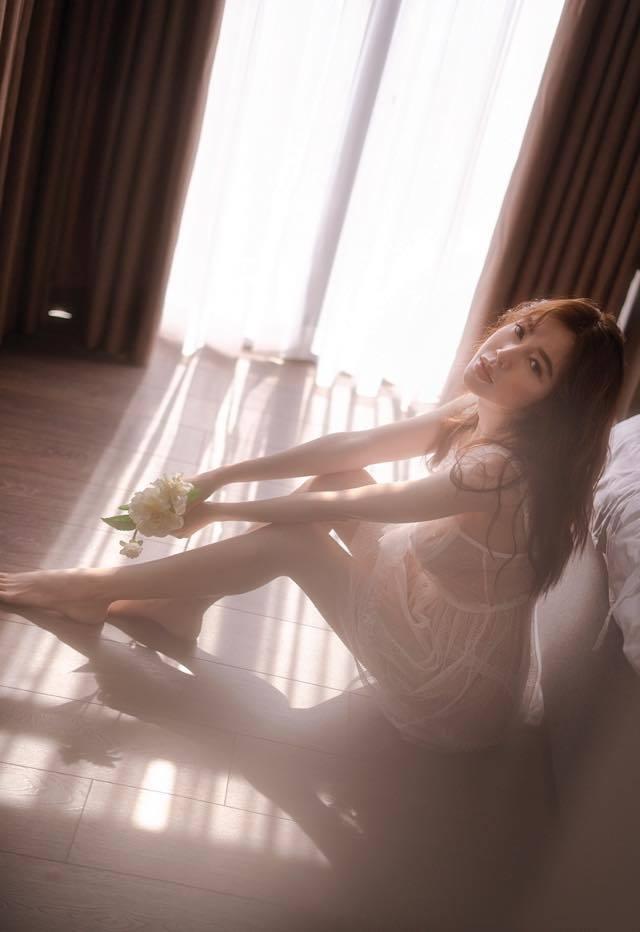 Nhức mắt với bộ ảnh khoe thân táo bạo của gái hai con Elly Trần trên giường ngủ - Ảnh 8
