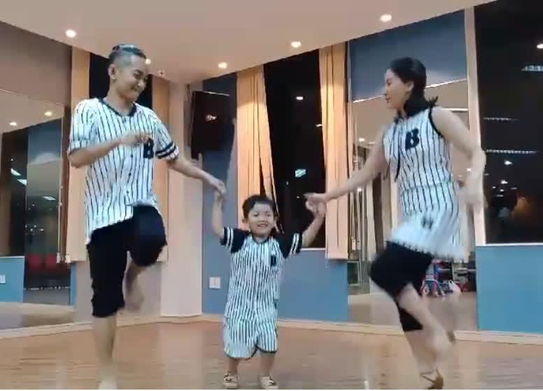 Cả nhà Khánh Thi gây sốt với điệu nhảy gia đình 'cute' vô đối  - Ảnh 2