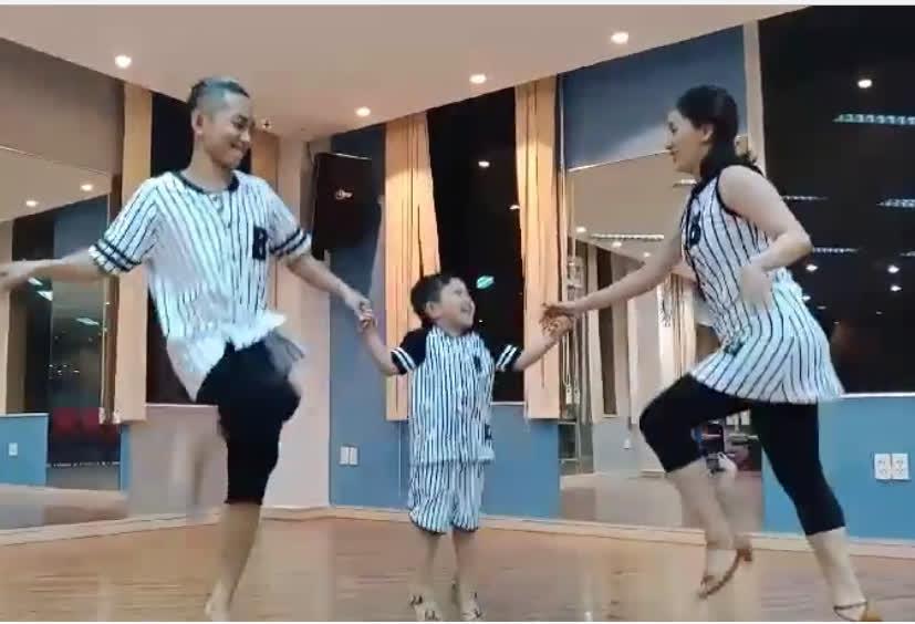 Cả nhà Khánh Thi gây sốt với điệu nhảy gia đình 'cute' vô đối  - Ảnh 3