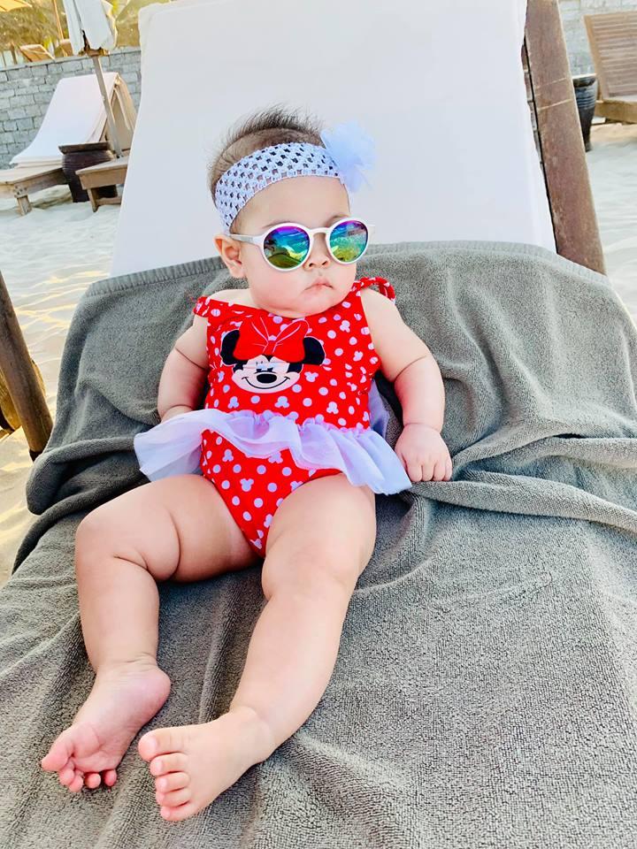 Ngắm vẻ bụ bẫm đáng yêu của con gái Thanh Thảo trên bãi biển Đà Nẵng - Ảnh 9