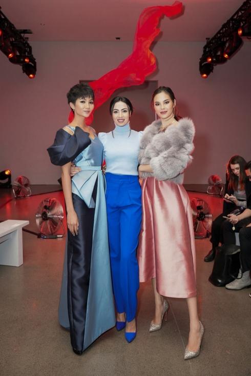 Đọ sắc với đương kim Hoa hậu Hoàn vũ Thế giới, H'Hen Niê không hề kém cạnh - Ảnh 3