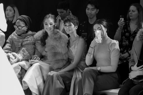 Đọ sắc với đương kim Hoa hậu Hoàn vũ Thế giới, H'Hen Niê không hề kém cạnh - Ảnh 5