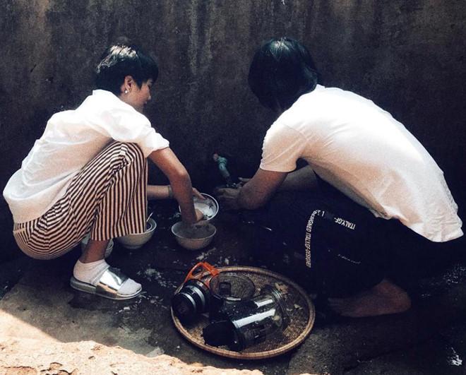 H'Hen Niê vào bếp nấu cơm, rửa bát cho mẹ khi về thăm nhà - Ảnh 7