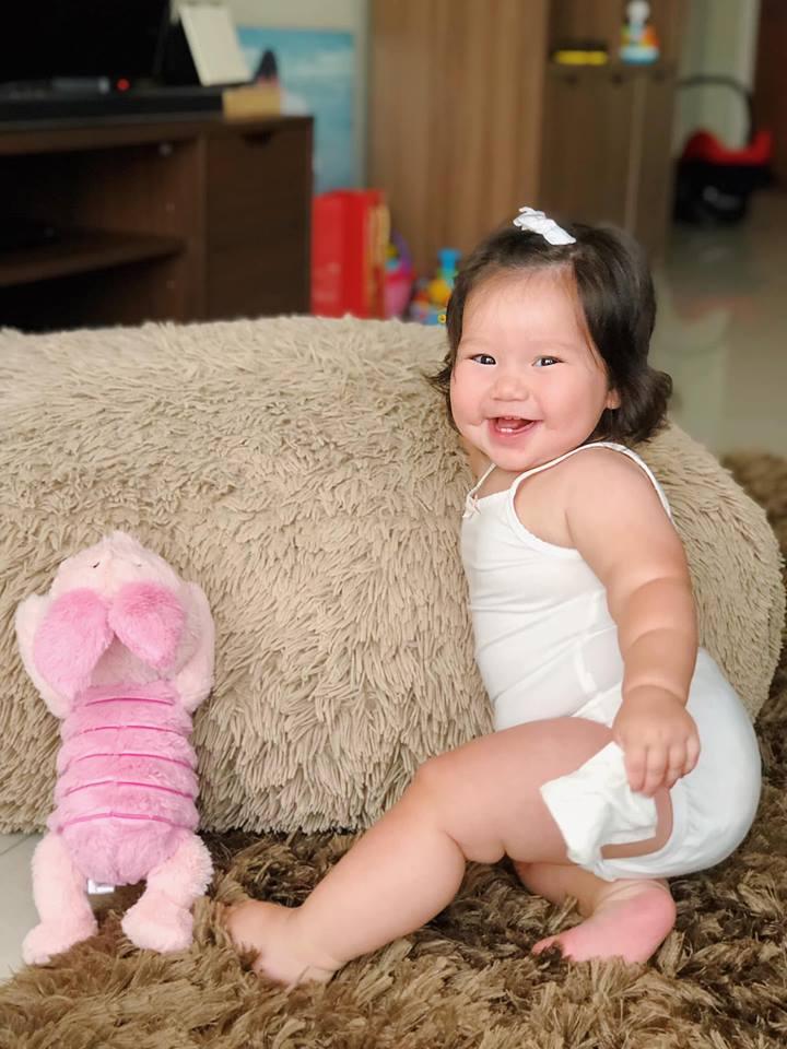 Loạt biểu cảm siêu đáng yêu của con gái Hà Anh khiến dân mạng thích mê - Ảnh 2