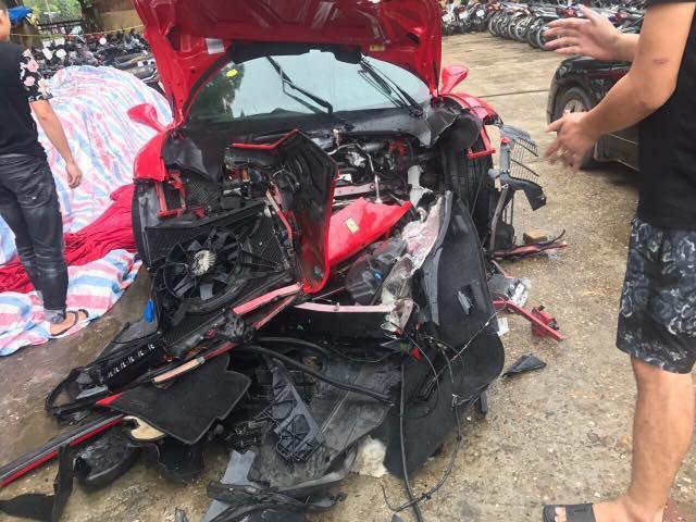 Sốc: Siêu xe 16 tỷ của Tuấn Hưng gặp tai nạn nghiêm trọng, đầu xe nát bét khiến nhiều người hoang mang - Ảnh 1