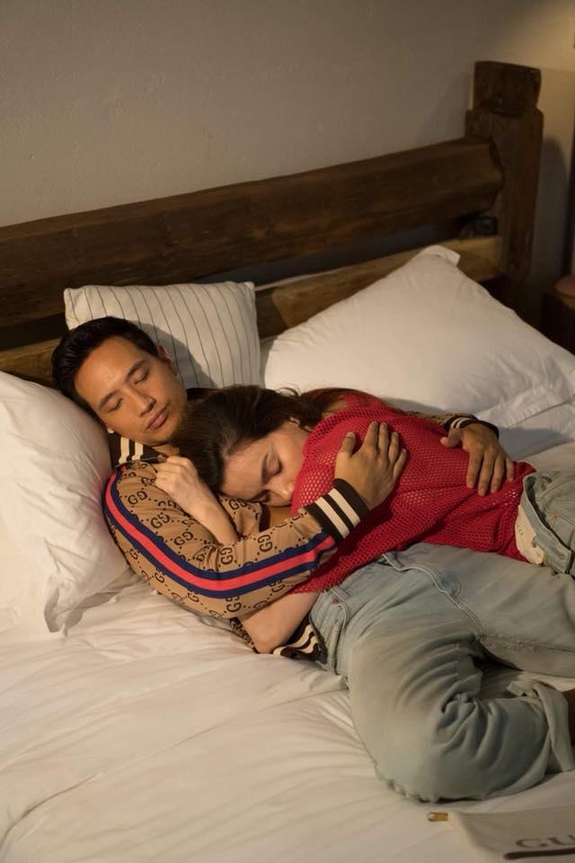 Hồ Ngọc Hà táo bạo khoe hình 'giường chiếu' với Kim Lý, nhìn tới phần dưới ai cũng phải đỏ mặt - Ảnh 2