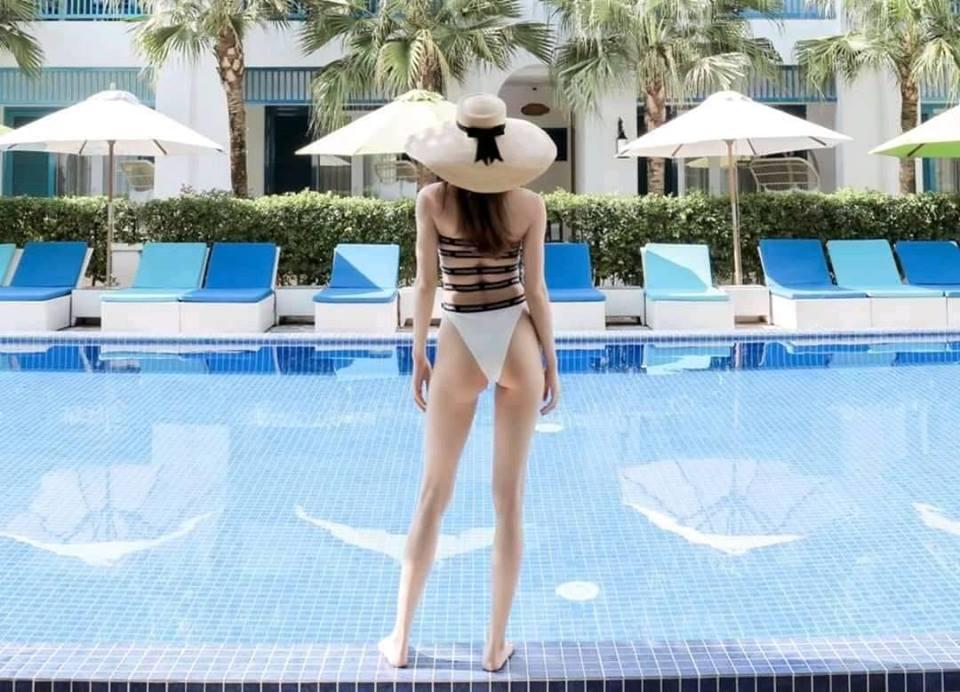 Lộ bức ảnh Hồ Ngọc Hà mặc quần bikini nhỏ xíu, phô diễn vòng 3 lép kẹp khiến ai cũng sốc - Ảnh 2