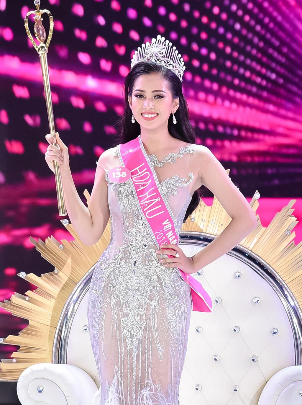 Bật cười với màn trả lời phỏng vấn ngô nghê, ấp úng như chưa thuộc bài của tân Hoa hậu sau khi đăng quang - Ảnh 1