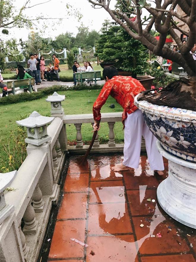Ứa nước mắt khi thấy nơi ở của Hoài Linh sau khi vét sạch túi xây nhà thờ 100 tỷ - Ảnh 12