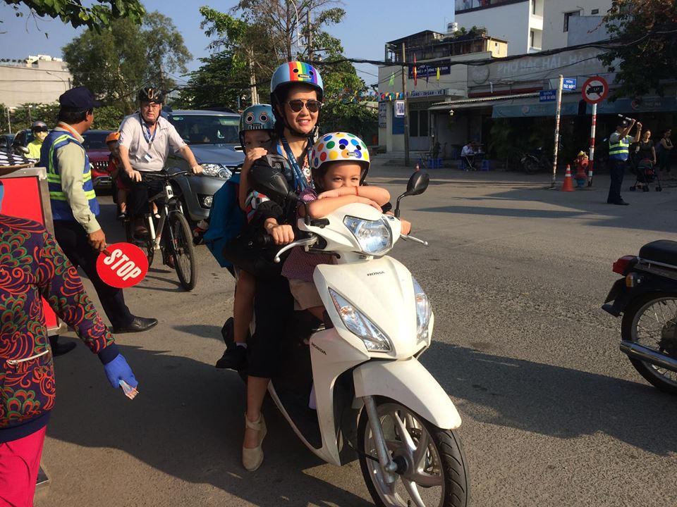Cuộc sống mẹ đơn thân vất vả, di chuyển bằng xe máy của Hồng Nhung bên hai con sau ly hôn - Ảnh 2