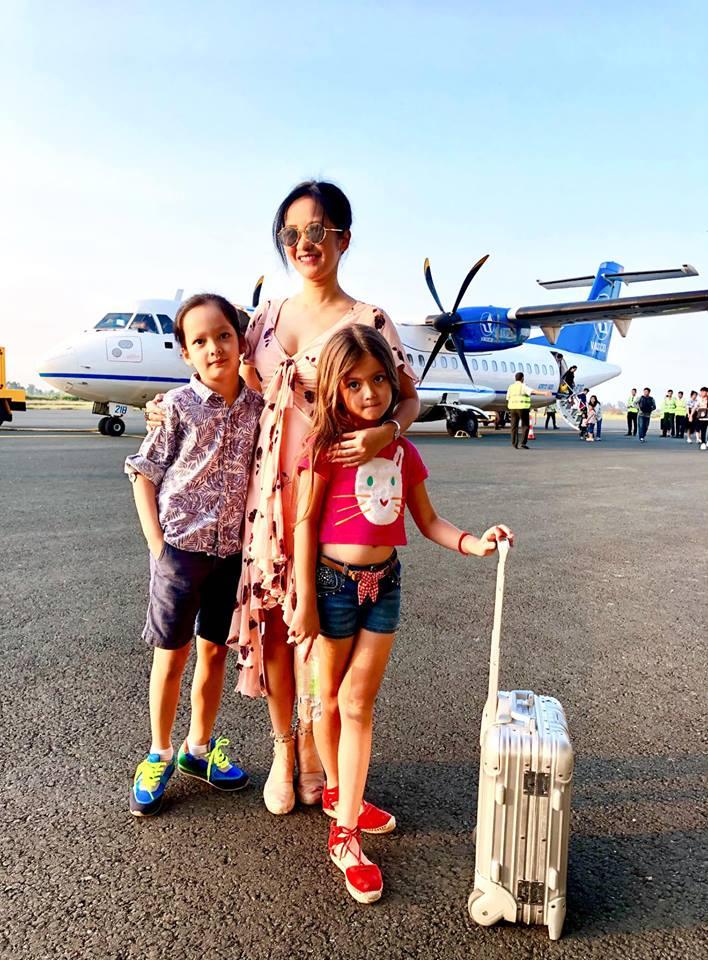 Sau ly hôn, Hồng Nhung cùng hai con đón giao thừa trên đất khách - Ảnh 3