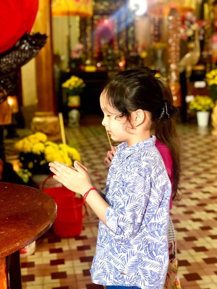 Sau ly hôn, Hồng Nhung cùng hai con đón giao thừa trên đất khách - Ảnh 4